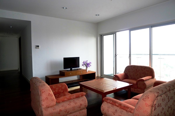Lancaster 4 bedroom apartment for sell n Nui Truc street, Ba dinh district, Ha Noi.